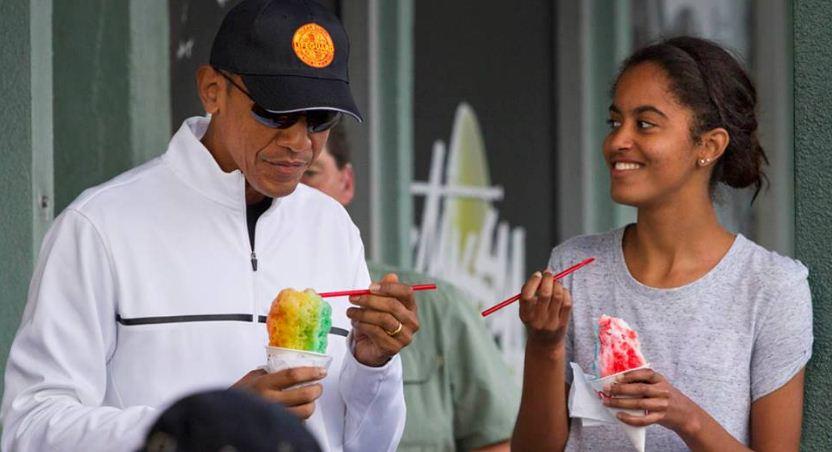 Tổng thống Mỹ Obama cùng con gái ăn kem rất giản dị. (Ảnh: Internet)
